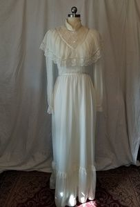 Lovely ivory knit and lace gown Gunne Sax style